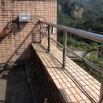 遠距離無線網路 整合 監視系統,接收端於屋頂欄杆架設