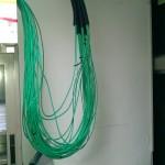 配置網路線並套CD管以保護